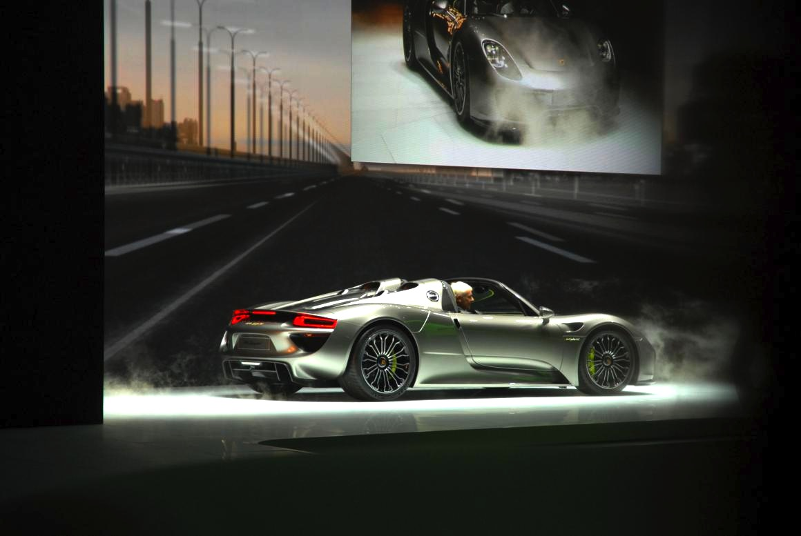 iaa live belangstelling voor de porsche 918 spyder is. Black Bedroom Furniture Sets. Home Design Ideas