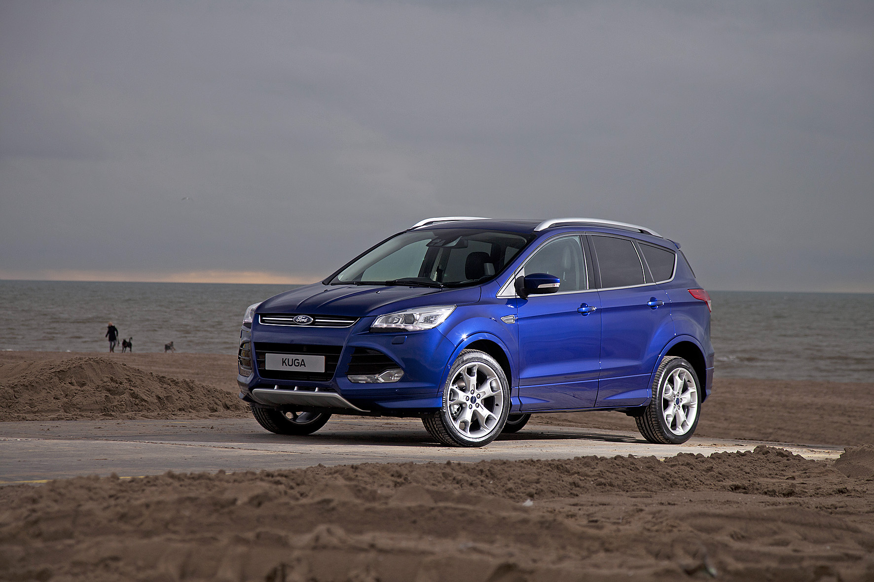 ford introduceert topversie kuga titanium plus drivessential. Black Bedroom Furniture Sets. Home Design Ideas