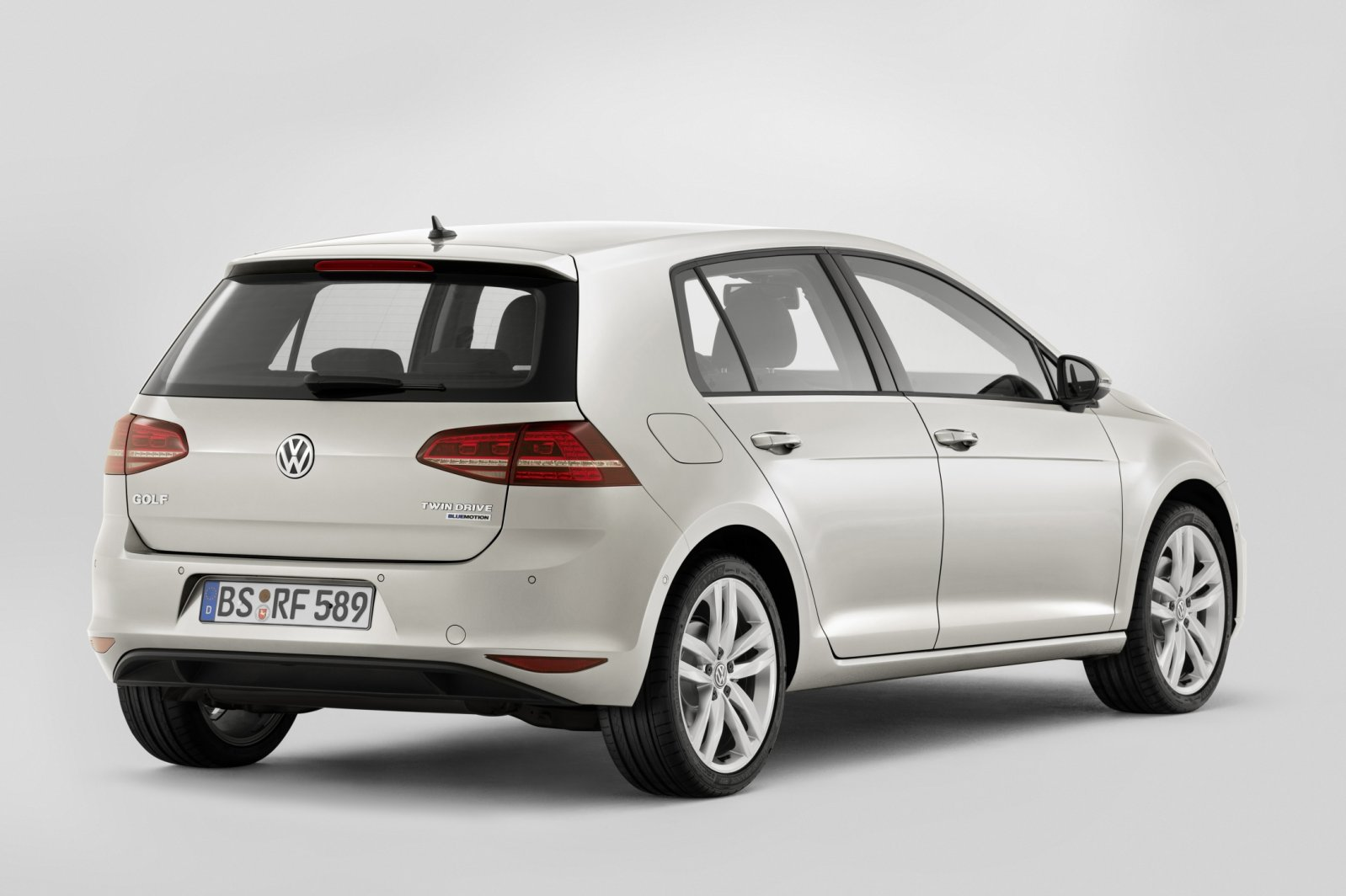 volkswagen golf plug in hybride met 7 bijtelling heet gte drivessential. Black Bedroom Furniture Sets. Home Design Ideas