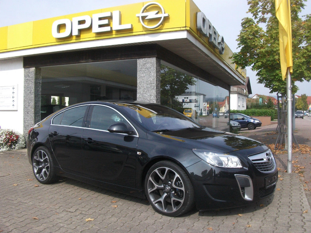 Opel Dealer Showroom Insignia zwart 2015