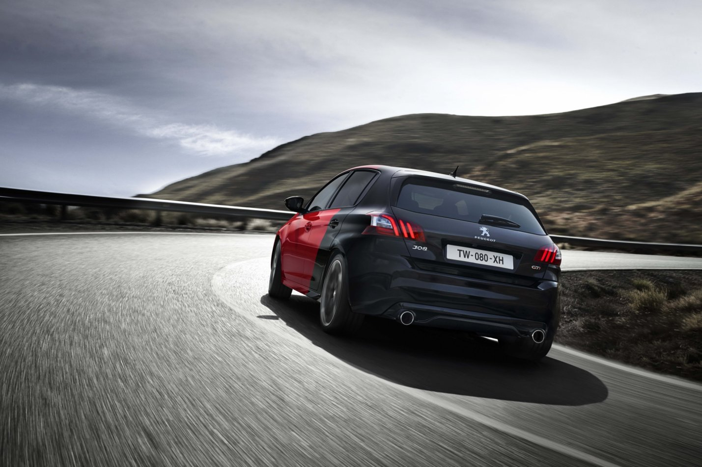 peugeot presenteert 308 gti in twee varianten drivessential. Black Bedroom Furniture Sets. Home Design Ideas