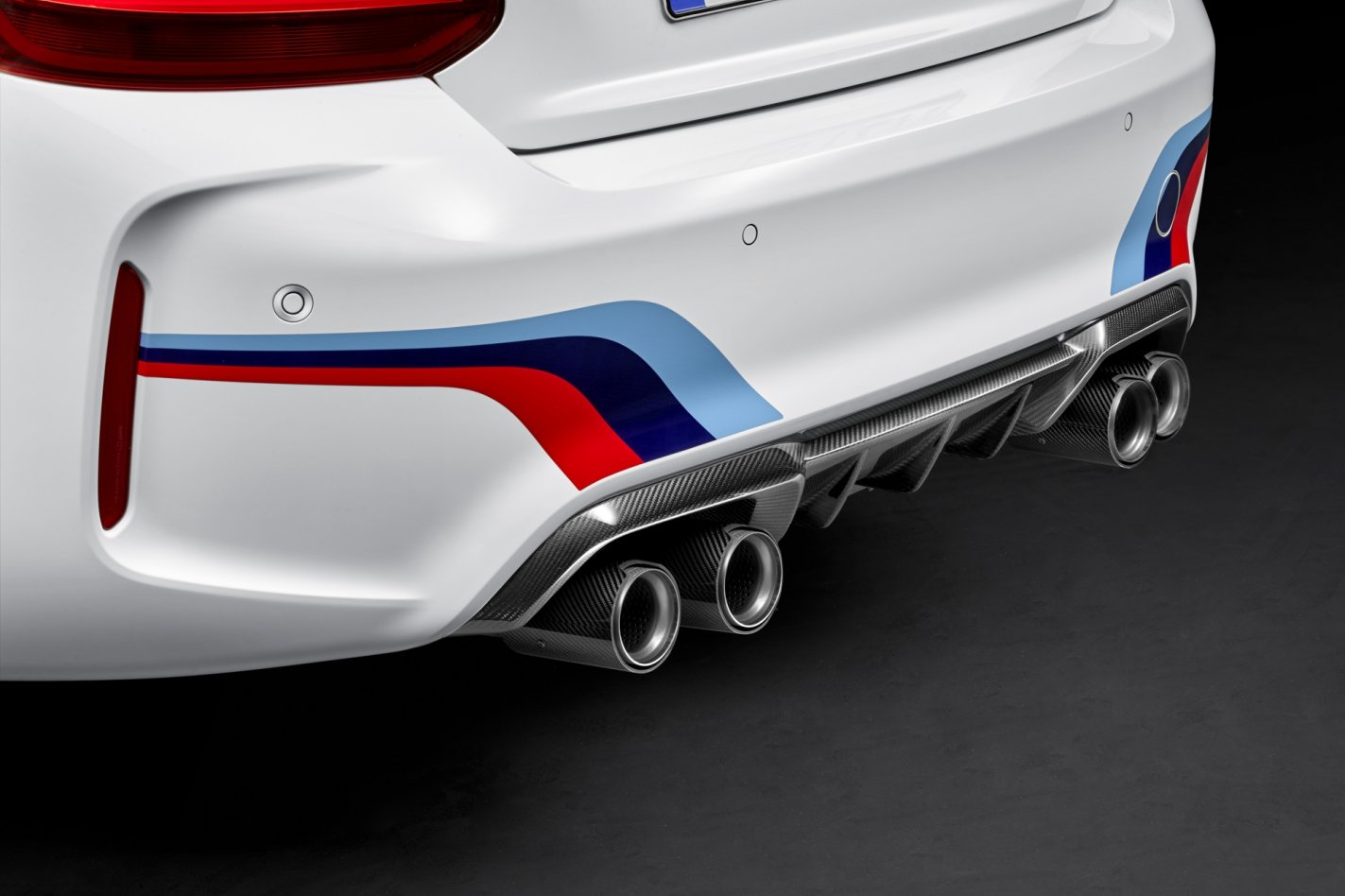 BMW M2 M-Performance parts goodies wit blauw rood 2017 10