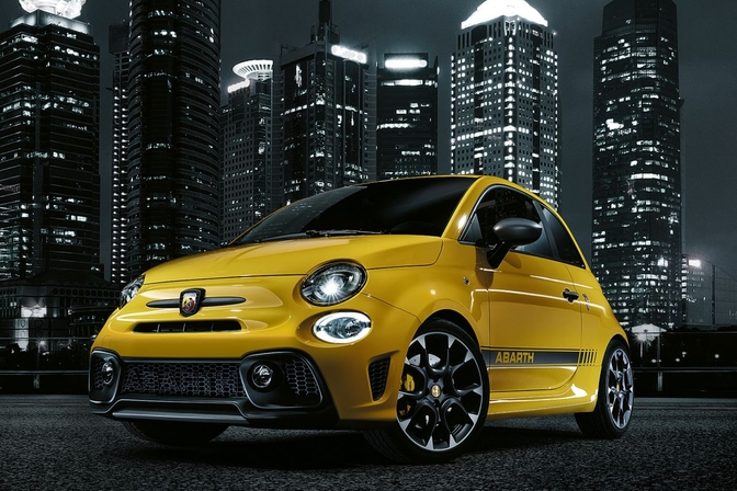 Fiat 500 Abarth 595 facelift update 2017 geel 01