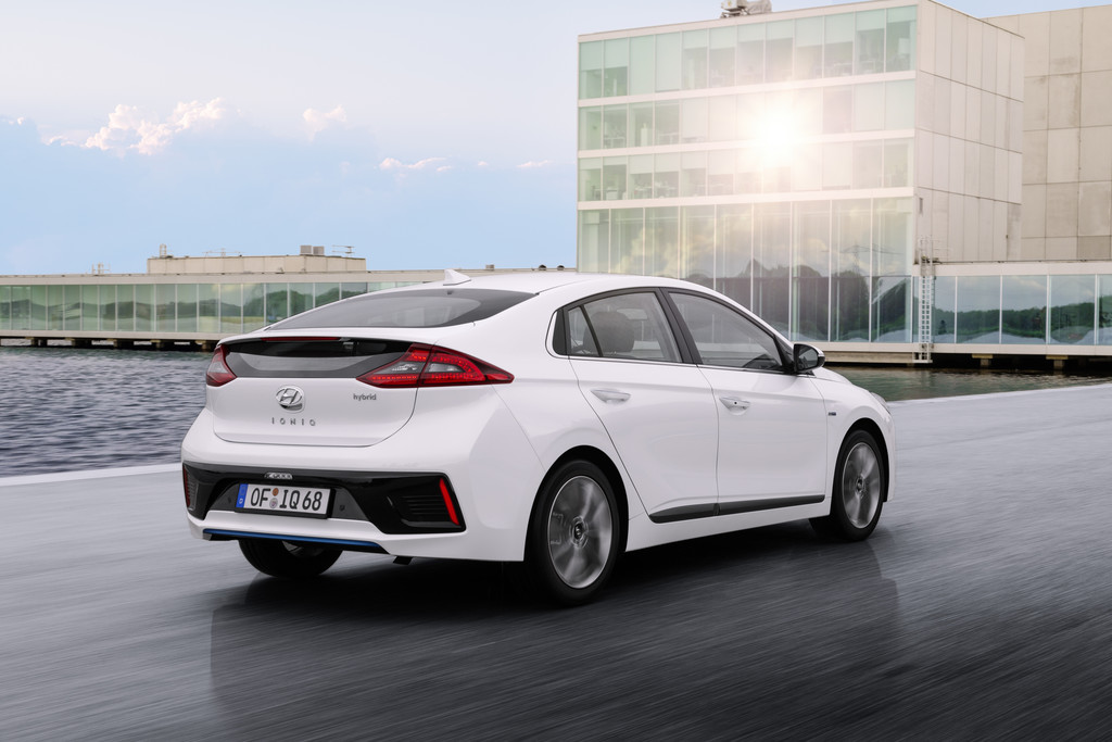 Hyundai Ioniq wit plug-in hybride electric 2017 10