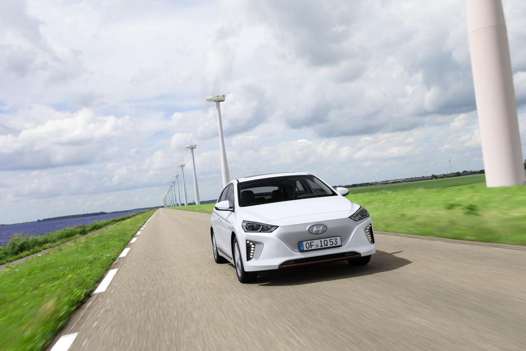 Hyundai Ioniq wit plug-in hybride electric 2017 13