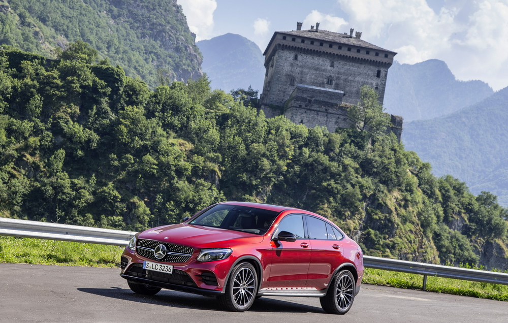 de mercedes glc klasse coup in volle glorie in itali 350d officieel drivessential. Black Bedroom Furniture Sets. Home Design Ideas