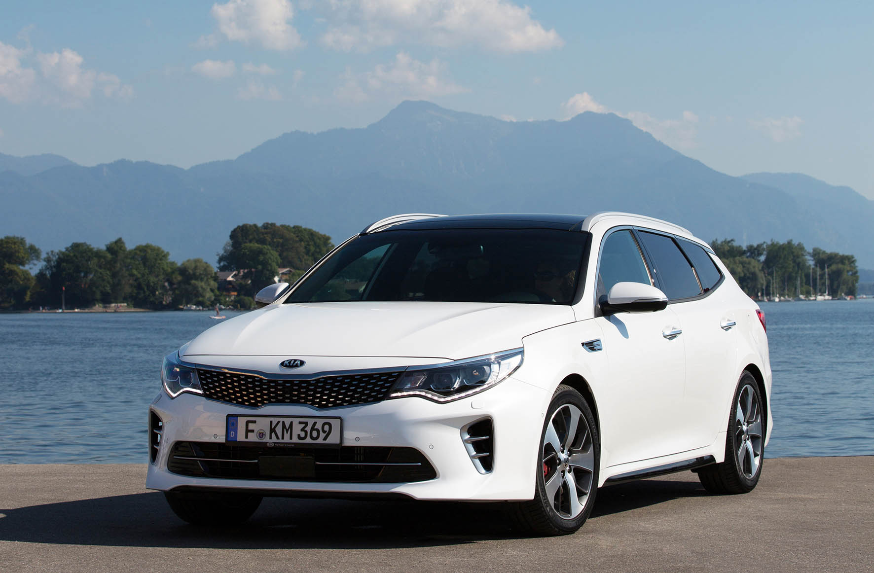 01-Kia-Optima-Sportswagon