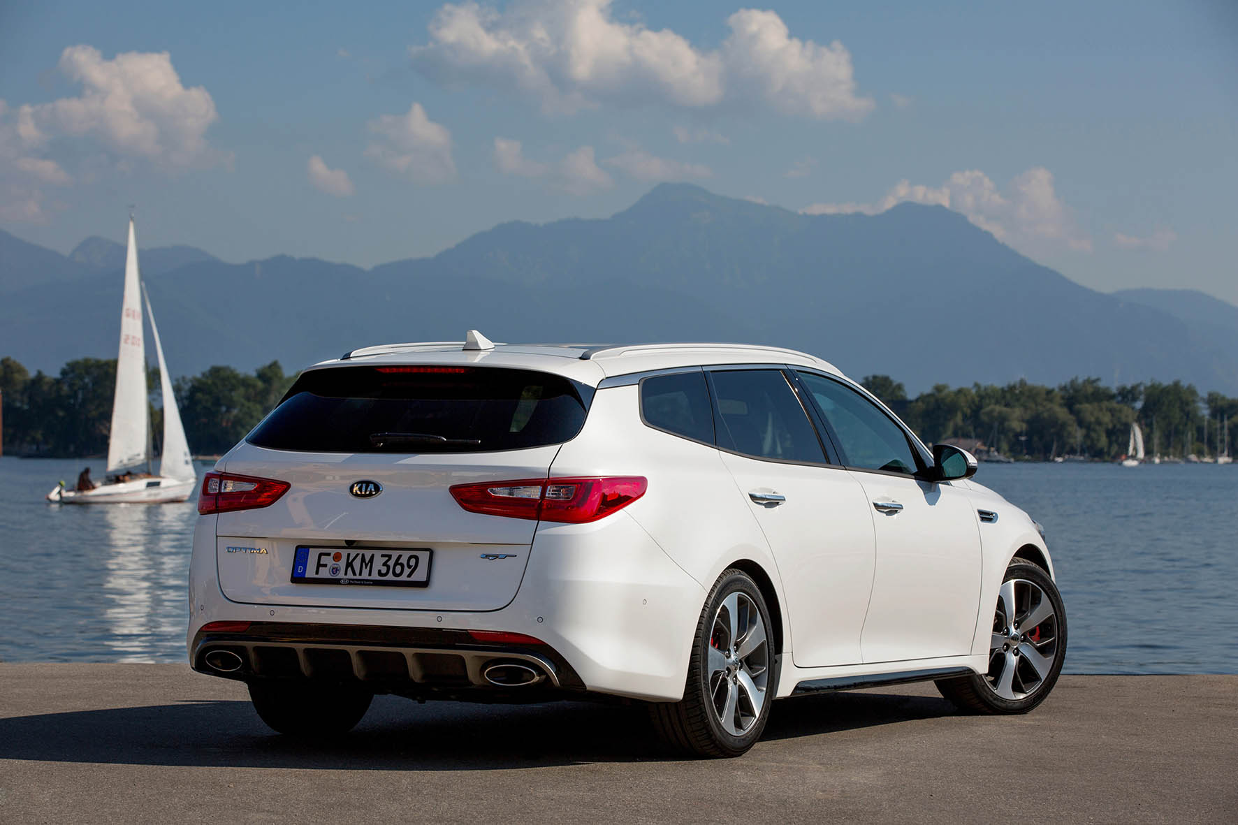 02-Kia-Optima-Sportswagon