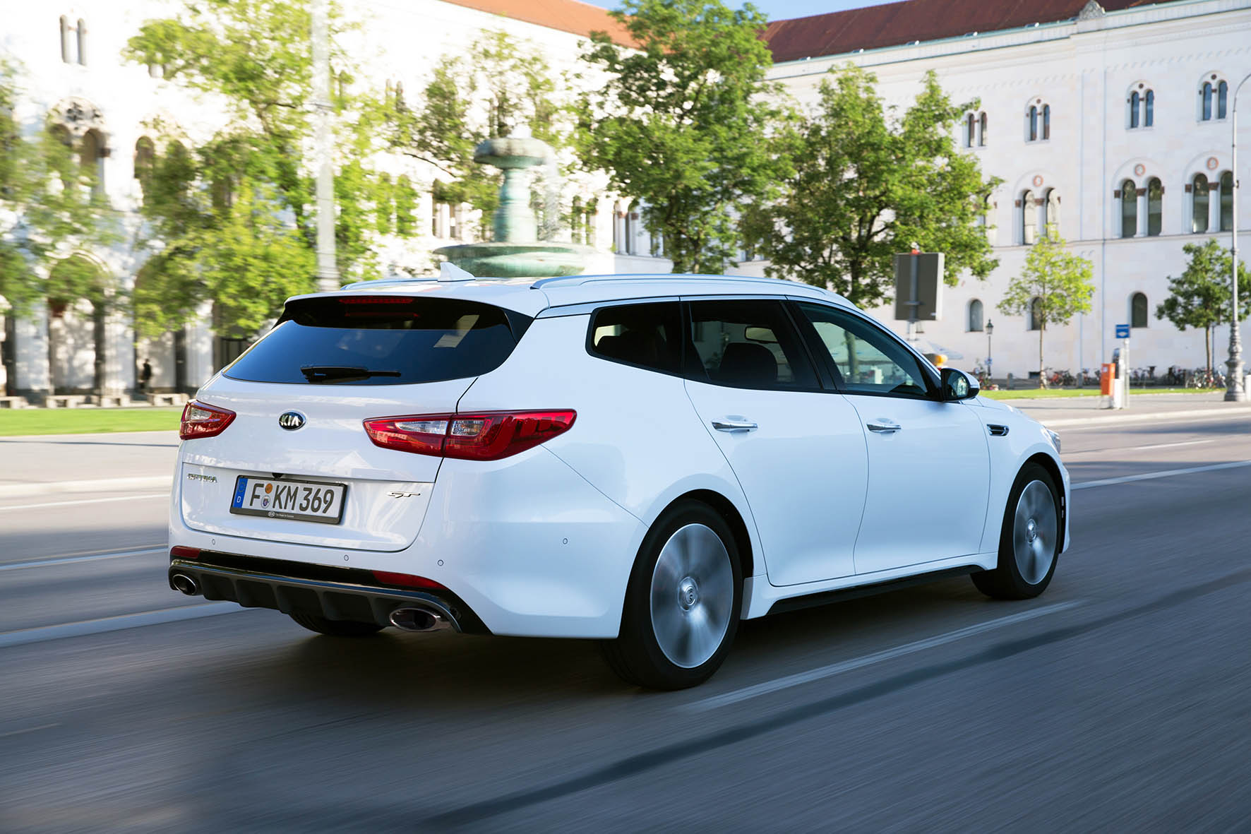 03-Kia-Optima-Sportswagon