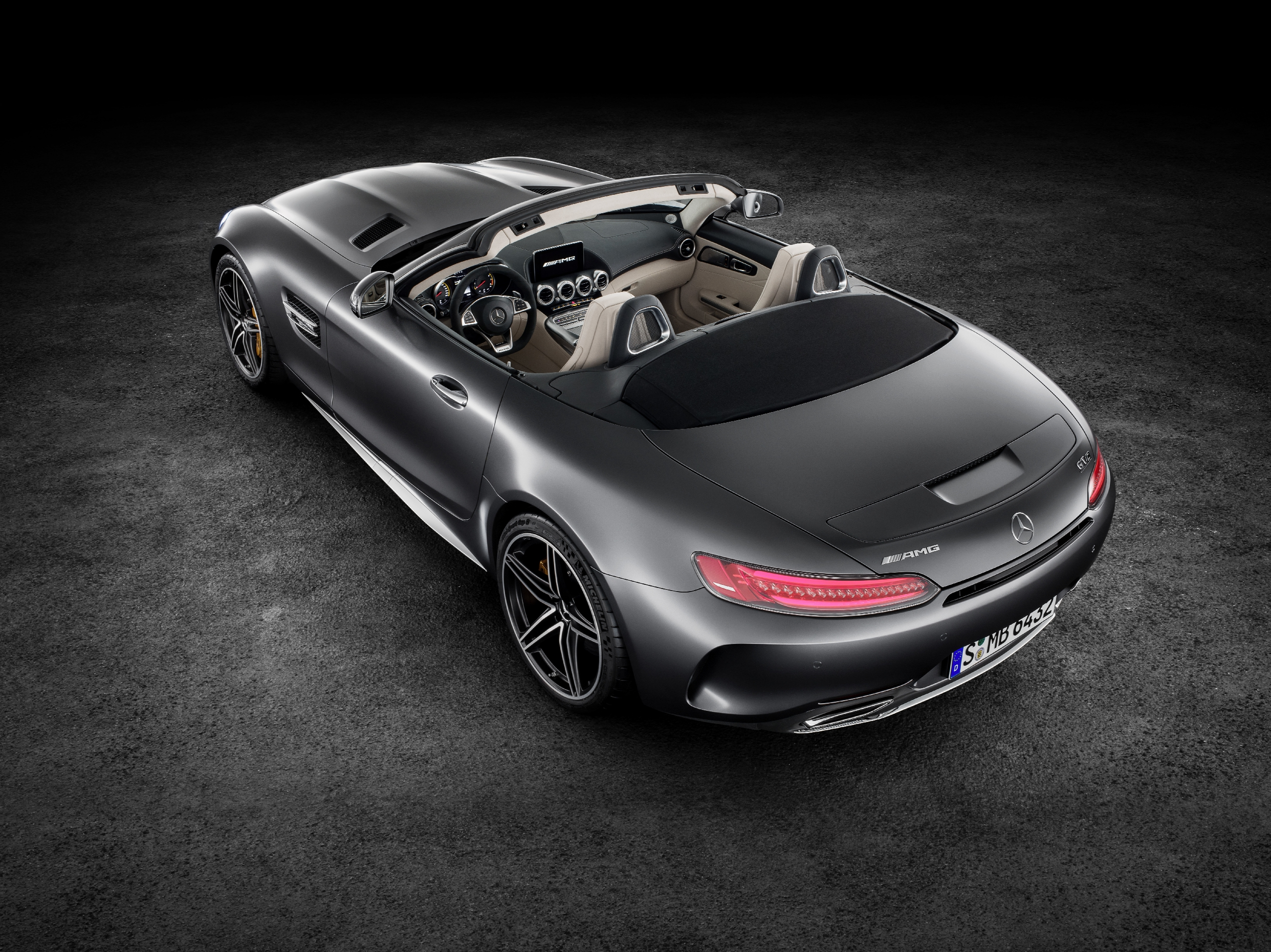 AMG GT C Roadster (R 190), 2016; Exterieur: designo selenitgrau magno; Interieur: Leder Nappa Exklusiv macchiatobeige; ;Kraftstoffverbrauch kombiniert: 11,4 l/100 km, CO2-Emissionen kombiniert: 259 g/km AMG GT C Roadster (R 190), 2016; exterior: designo selenit grey magno; interior:Nappa leather exclusive macchiato beige;; fuel consumption, combined: 11.4 l/100 km; combined CO2 emissions: 259 g/km