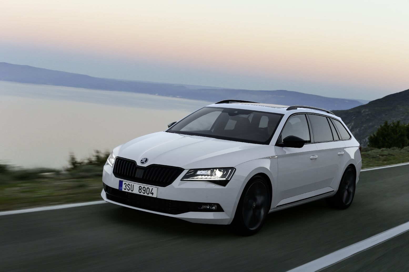 Skoda Superb Sportline Business wit Combi Hatchback 04