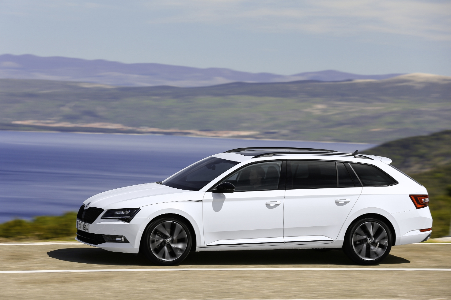 Skoda Superb Sportline Business wit Combi Hatchback 05