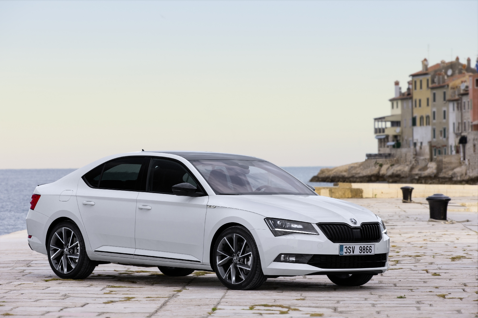 Skoda Superb Sportline Business wit Combi Hatchback 08