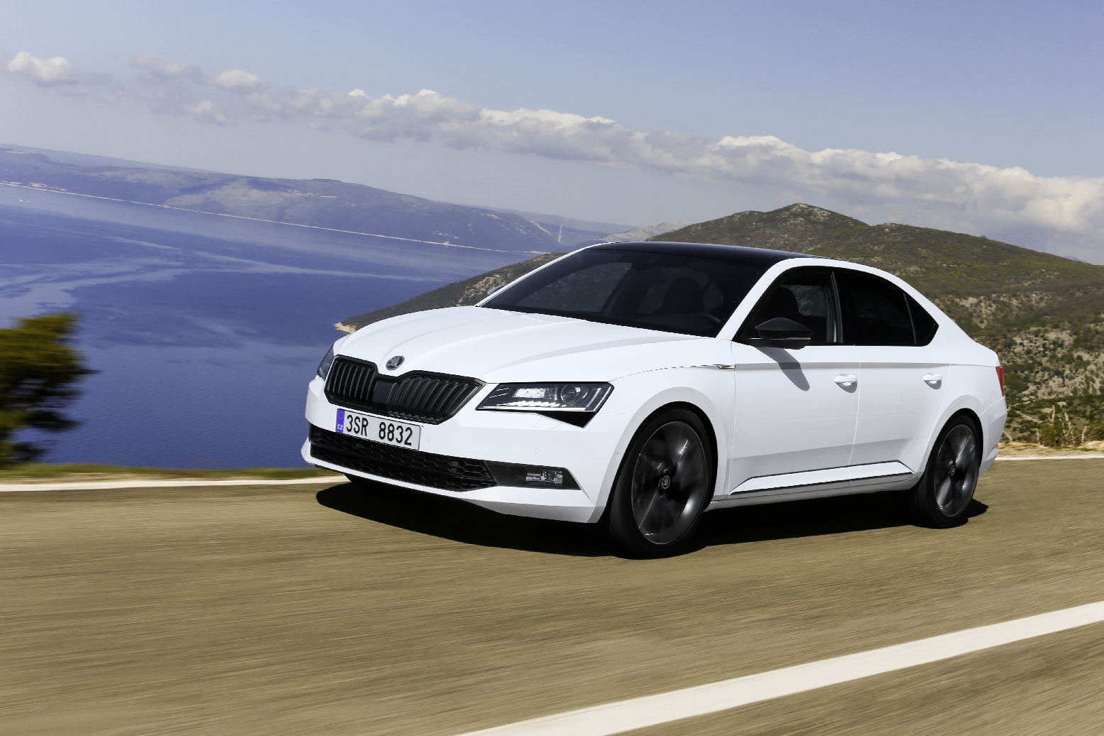 Skoda Superb Sportline Business wit Combi Hatchback 10