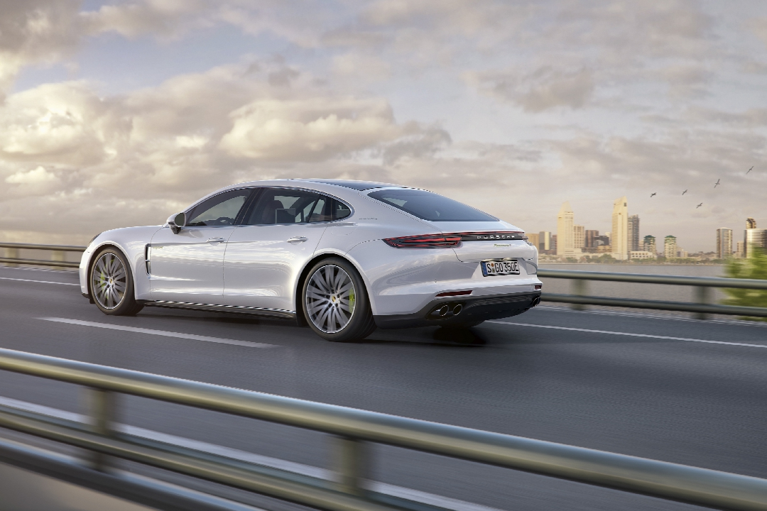 porsche-panamera-2-turbo-4s-executive-hybride-01