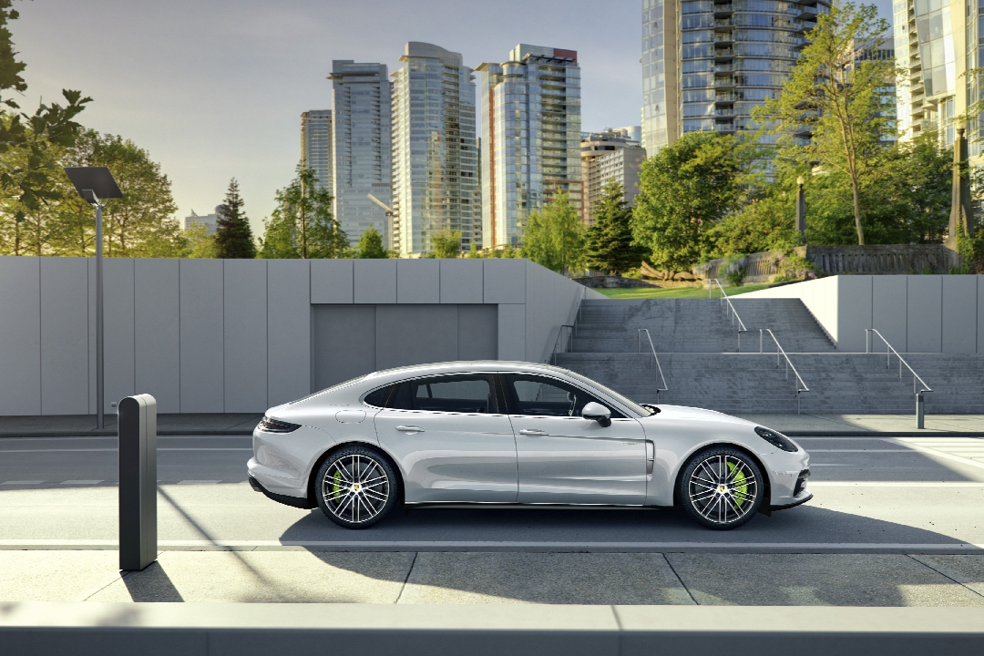 porsche-panamera-2-turbo-4s-executive-hybride-08
