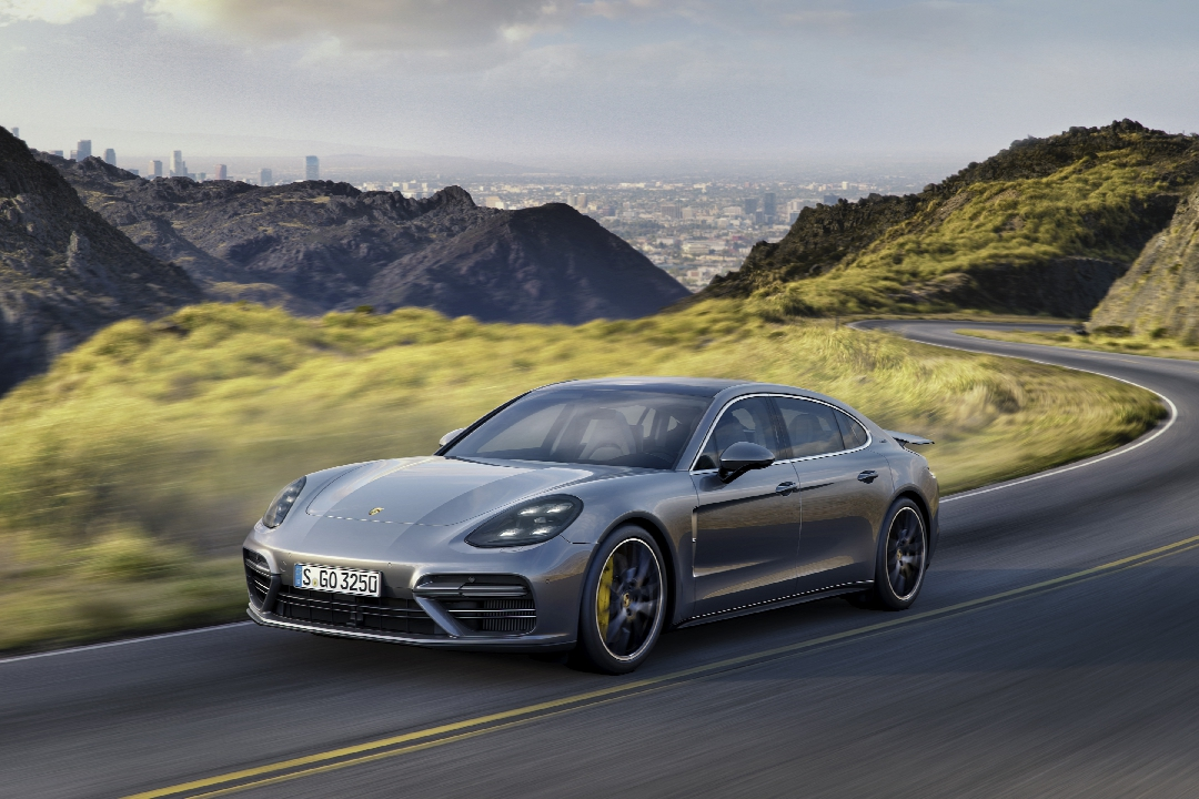 porsche-panamera-2-turbo-4s-executive-hybride-09
