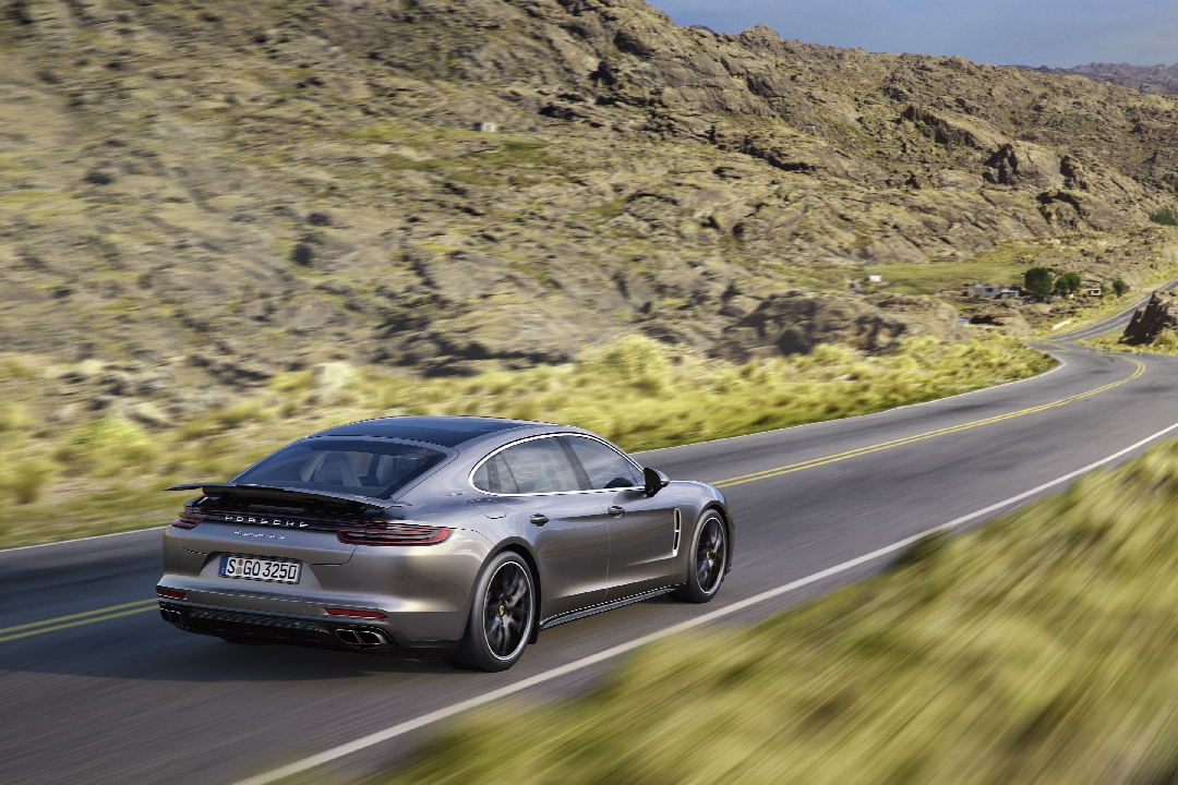porsche-panamera-2-turbo-4s-executive-hybride-10