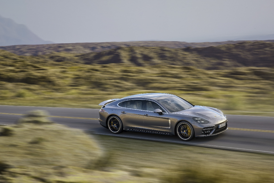 porsche-panamera-2-turbo-4s-executive-hybride-11