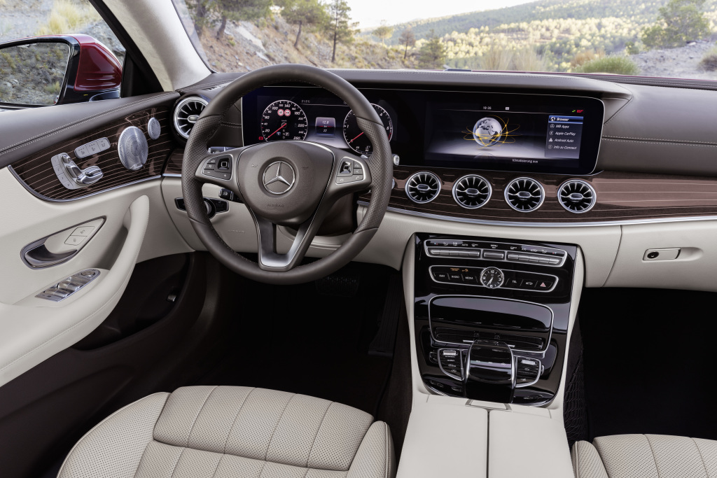 Mercedes-Benz E-Klasse Coupé; 2016; Interieur: Leder macchiatobeige / espressobraun; Zierteile designo Holz Magnolie flowing lines braun ; Mercedes-Benz E-Class Coupé; 2016; interior: Leather macchiato beige / espresso brown (205), designo brown flowing lines magnolia wood trim parts;