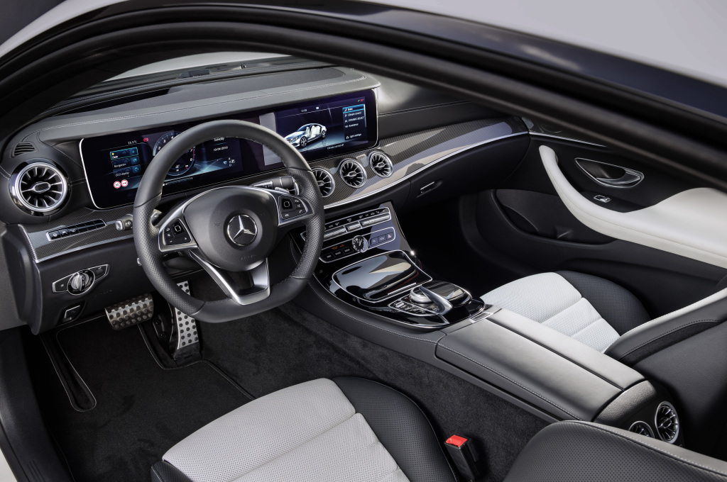 Mercedes-Benz E-Klasse Coupé; 2016; Interieur: Leder Nappa weiß/schwarz, Zierelemente Metallstruktur ; Mercedes-Benz E-Class Coupé; 2016; interior: Nappa leather White/black, metal-weave trim;
