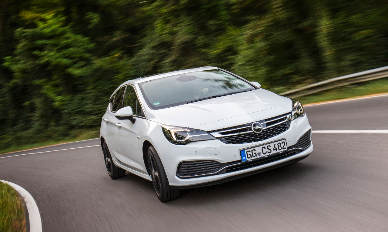 opel-astra-hatchback-wit-adaptive-cruise-control-01