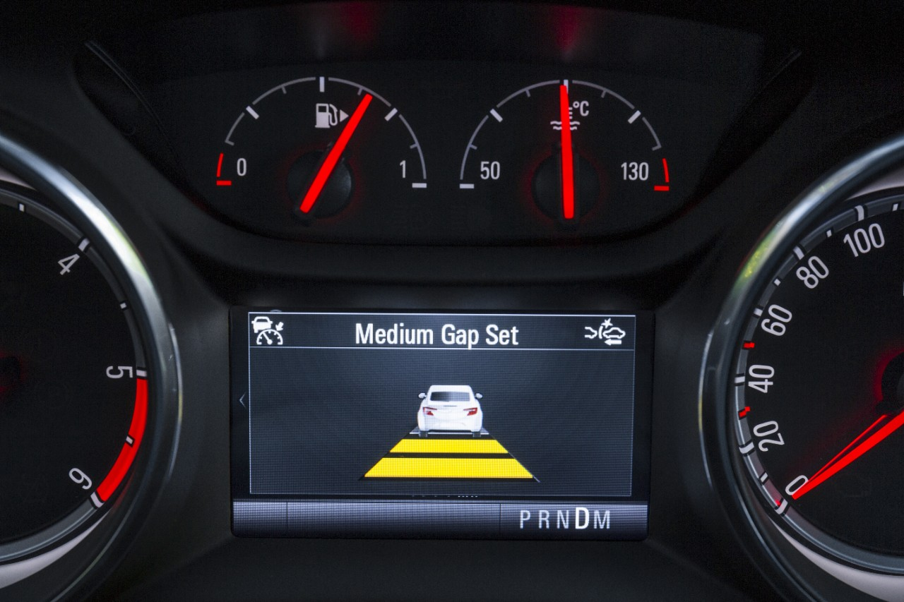 opel-astra-hatchback-wit-adaptive-cruise-control-03